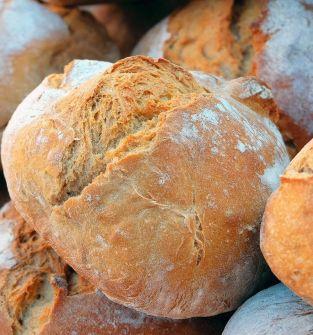 Chleb na zakwasie i staropolskie wędliny